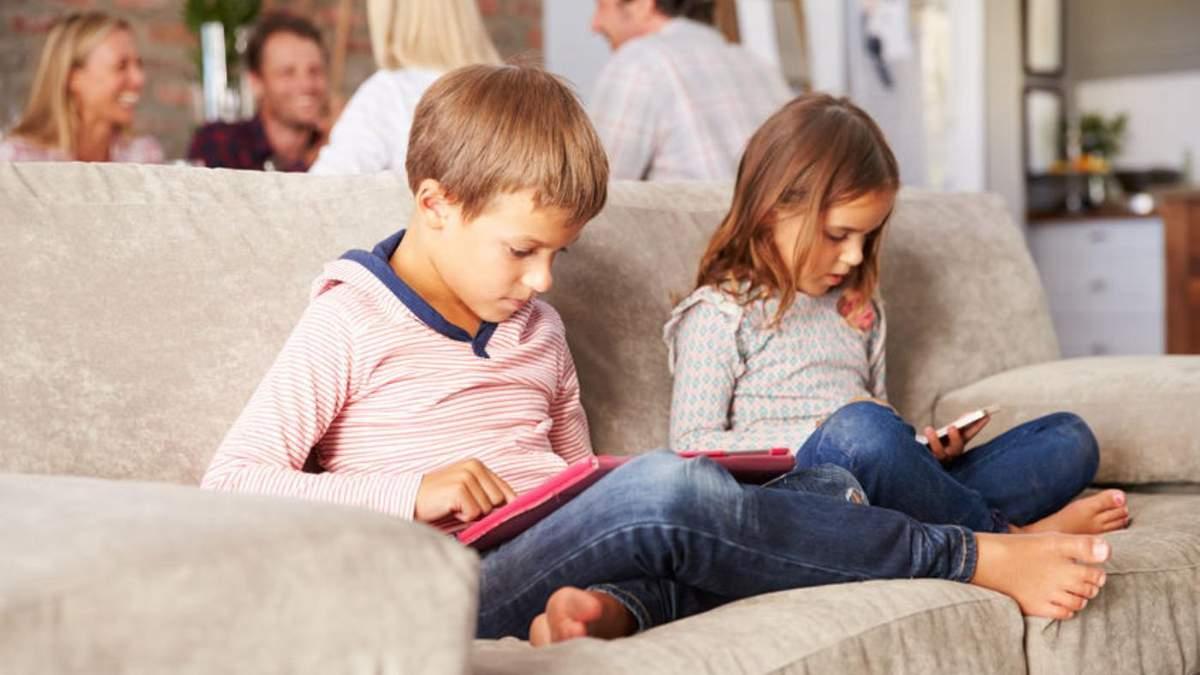 Чи багато батьків перевіряють ґаджети своїх дітей