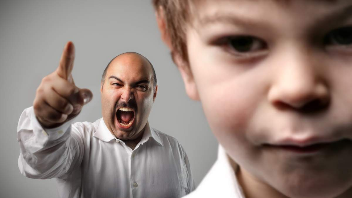 Родители ругают детей