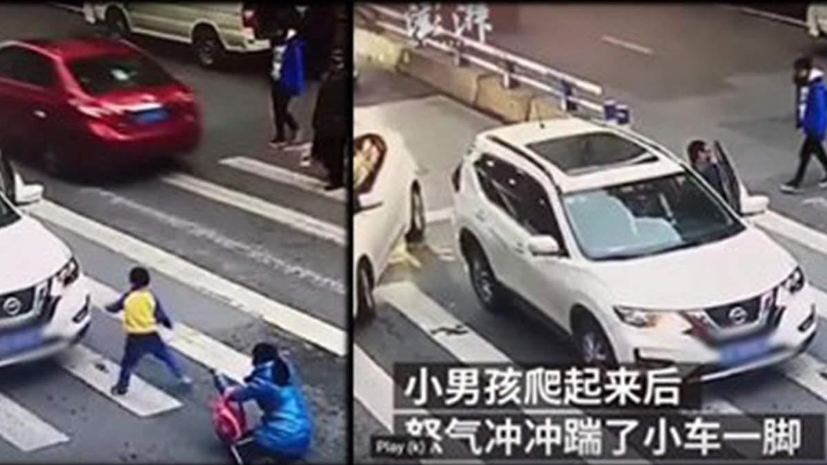 Мальчик начал бить машину, которая сбила его маму на пешеходном переходе: трогательное видео