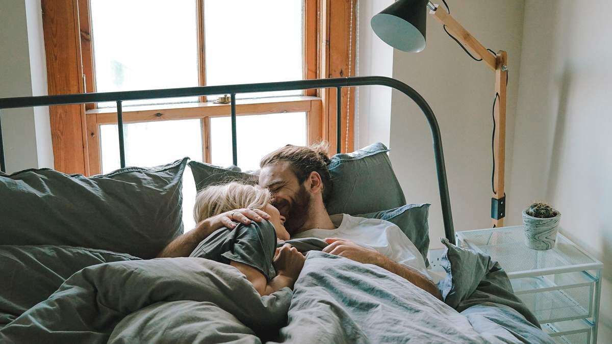 2 минуты в день могут сделать отношения счастливыми: милые утренние ритуалы для пары