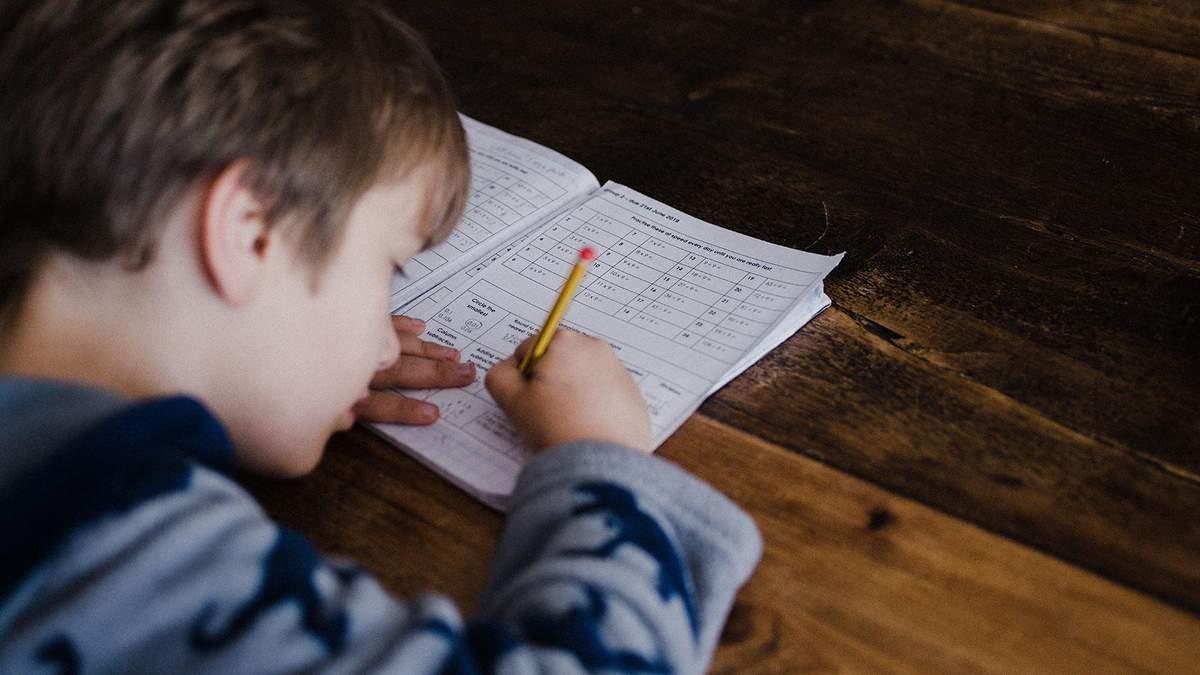 Як вчити з дитиною уроки без стресу та криків: поради експерта