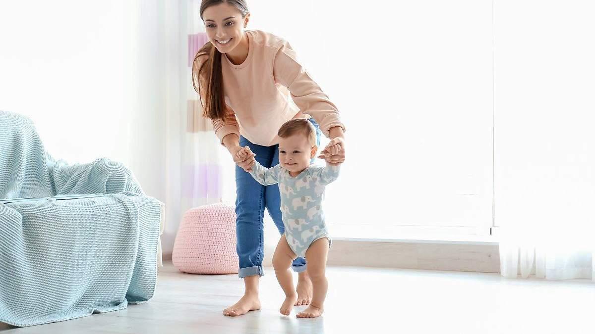 Как помочь ребенку сделать первые шаги