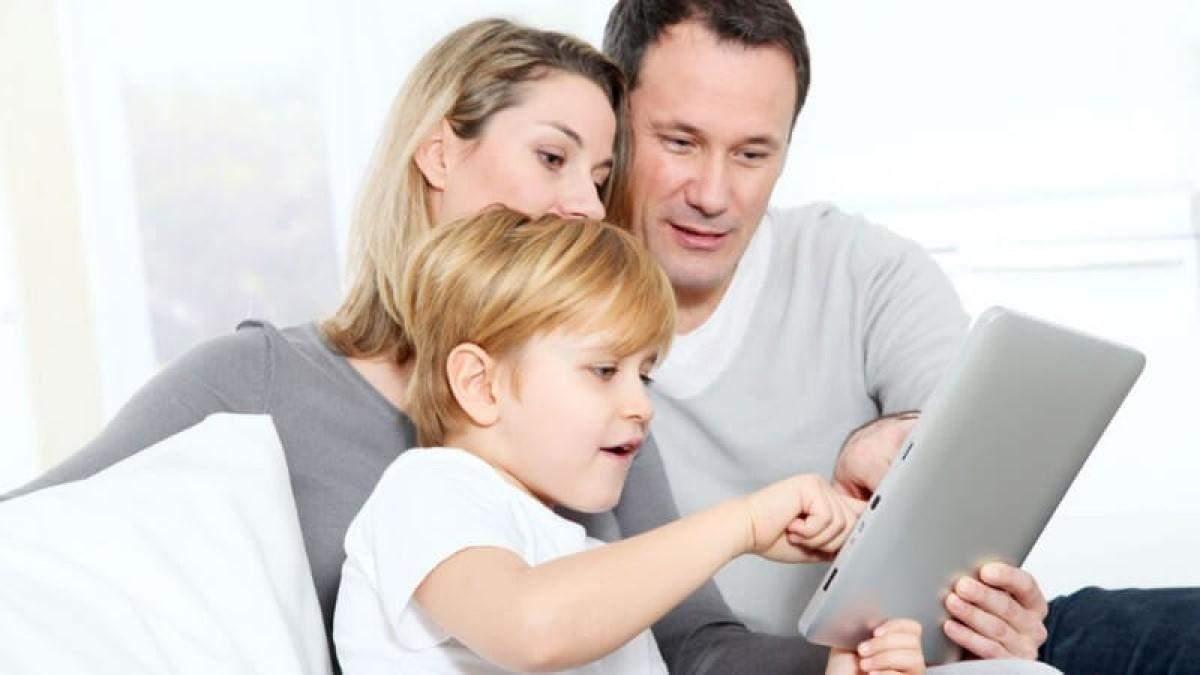 Использование смартфона не делает родителей плохими