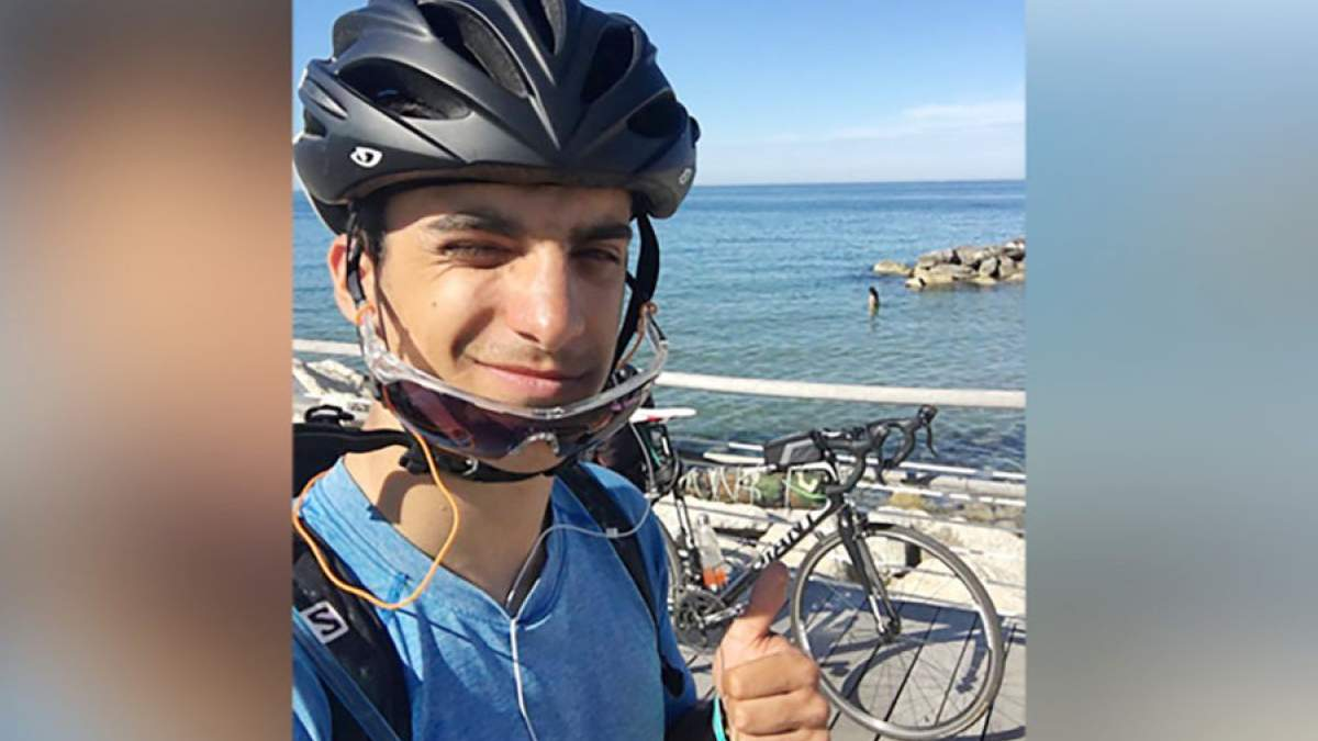 Студент їхав на велосипеді додому тисячі кілометрів