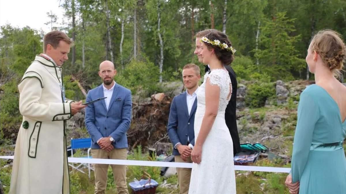 Влюбленные из Швеции и Норвегии вышла замуж на границе стран: фото