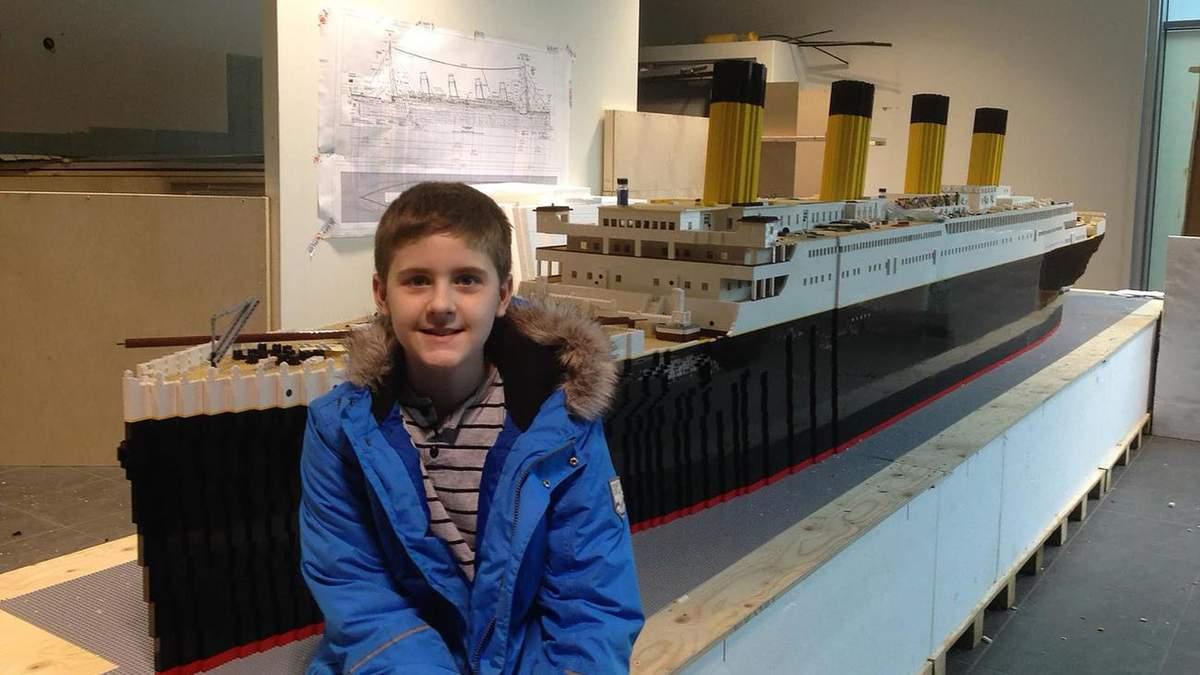 Хлопчик з аутизмом збудував найбільшу копію Титаніка з фігурок Lego