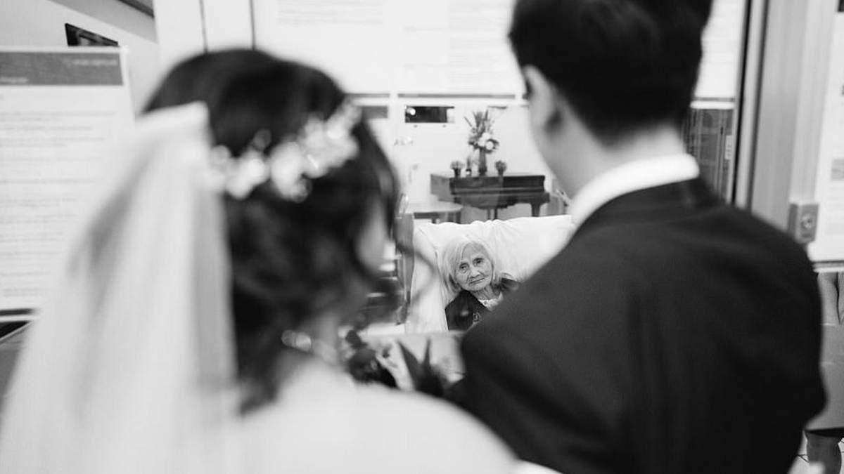 Подарок на свадьбу: жениха отвезли в дом престарелых