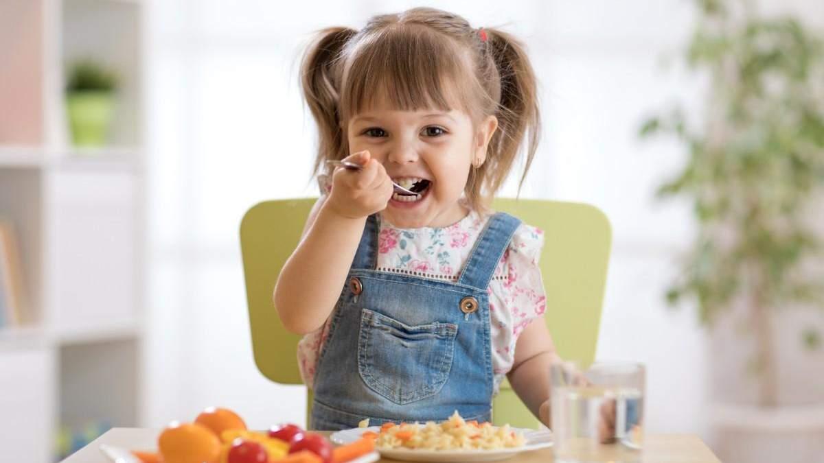 Як навчити дитину їсти овочі: чому люблять солодке та солоне