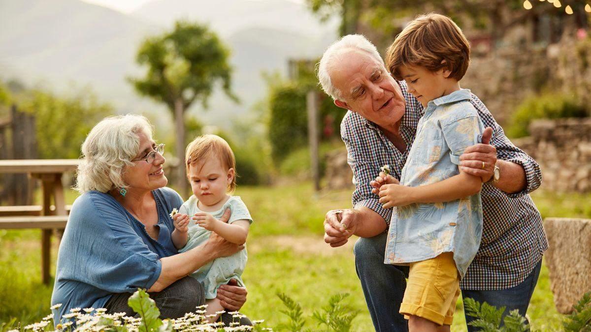 Іграшки онукам від бабусі з дідусем: чому не можна забороняти дарувати