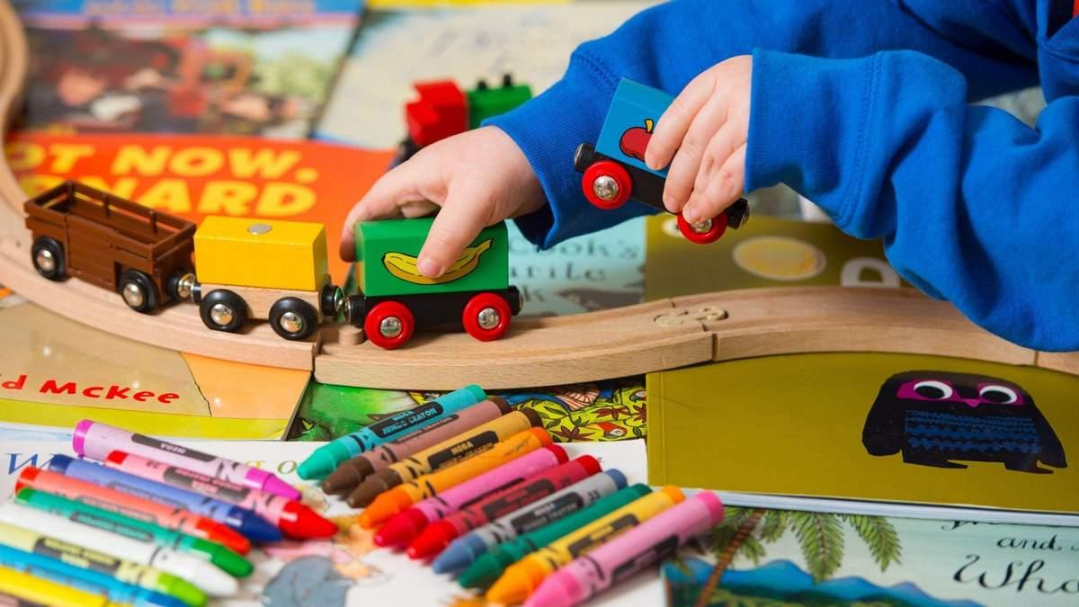 Що подарувати дитині на свята: 10 небанальних ідей