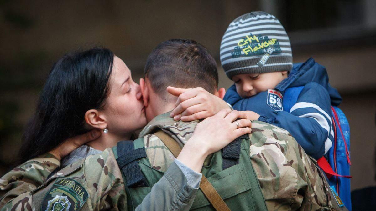 Чоловіки-військові не зможуть користуватися правом декретної відпустки