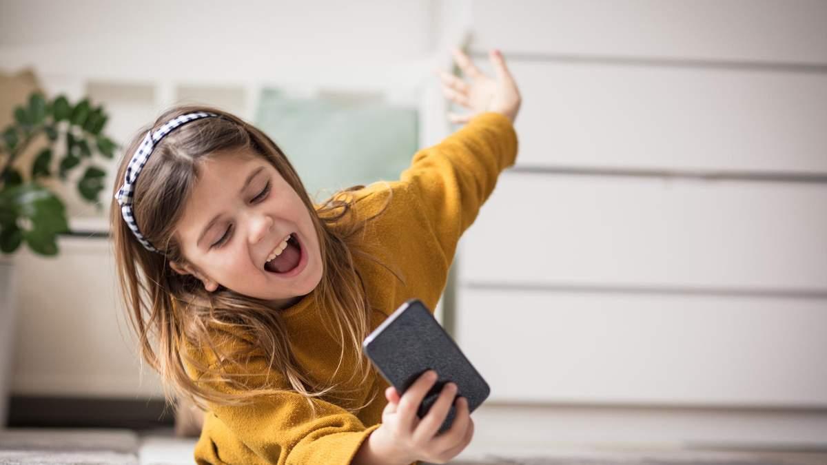 Насколько ребенок готов к смартфону: 5 критериев для оценки
