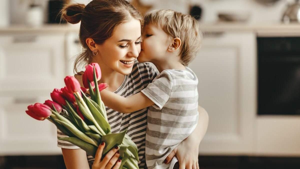 Какие слова сын должен услышать от мамы: 10 обязательных фраз
