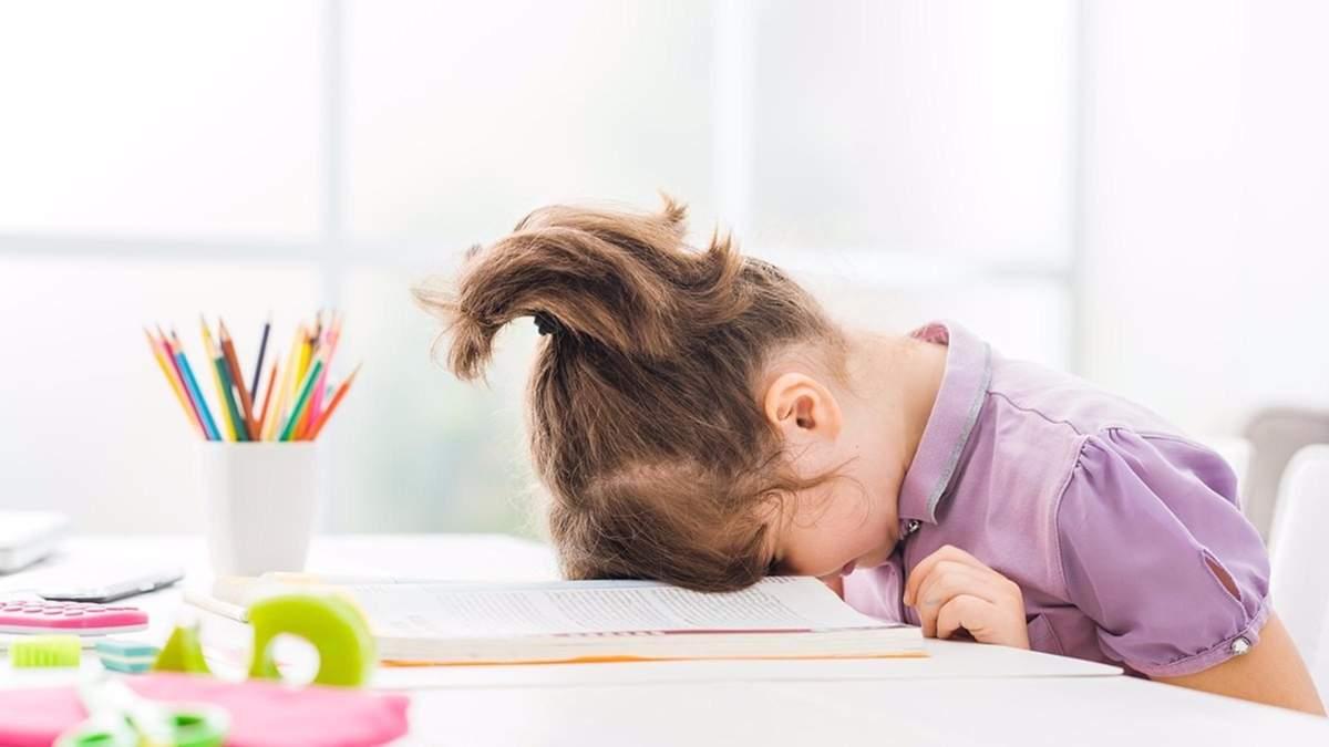 Чому дитина не хоче читати: основні причини та як їх позбутися