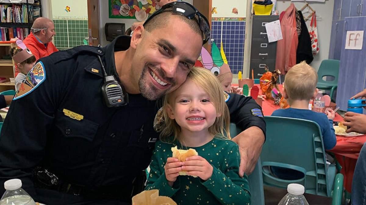 Полицейский удочерил девочку, которую спас от побоев родителей