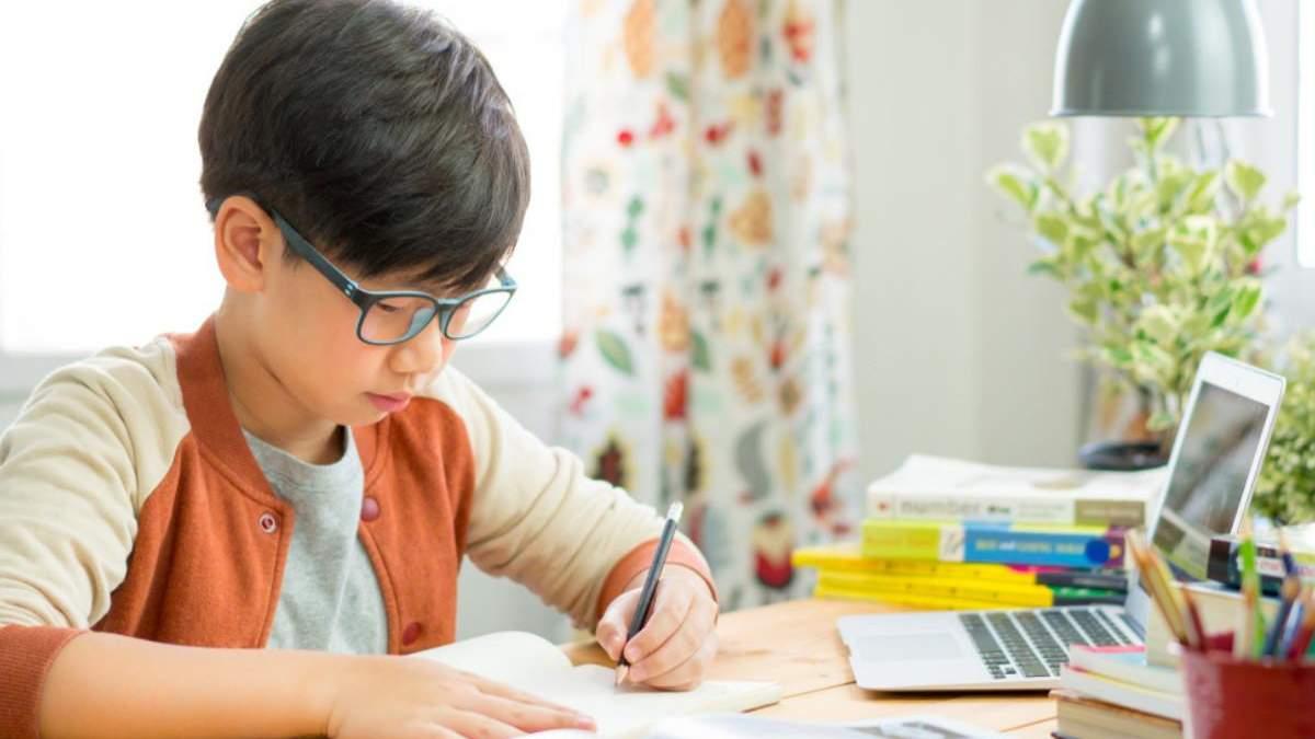 Як допомогти дитині налаштуватися на дистанційне навчання