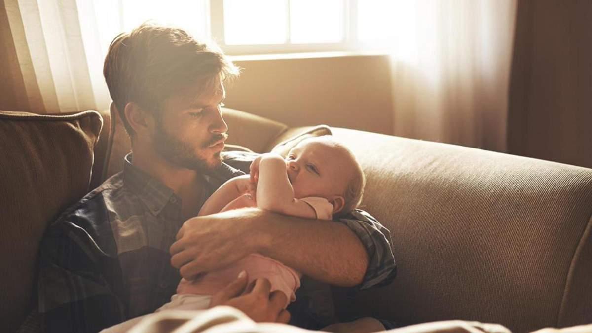 Послеродовая депрессия у мужчин: почему возникает и как побороть