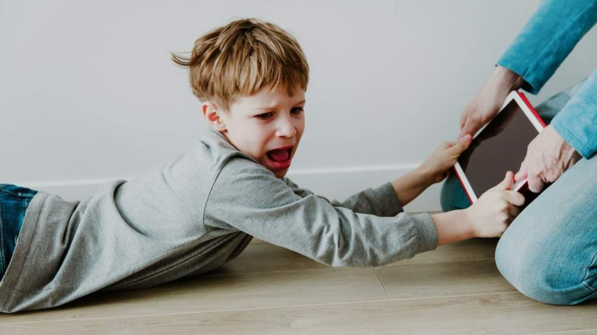 Как управлять поведением сложного ребенка: 10 эффективных способов