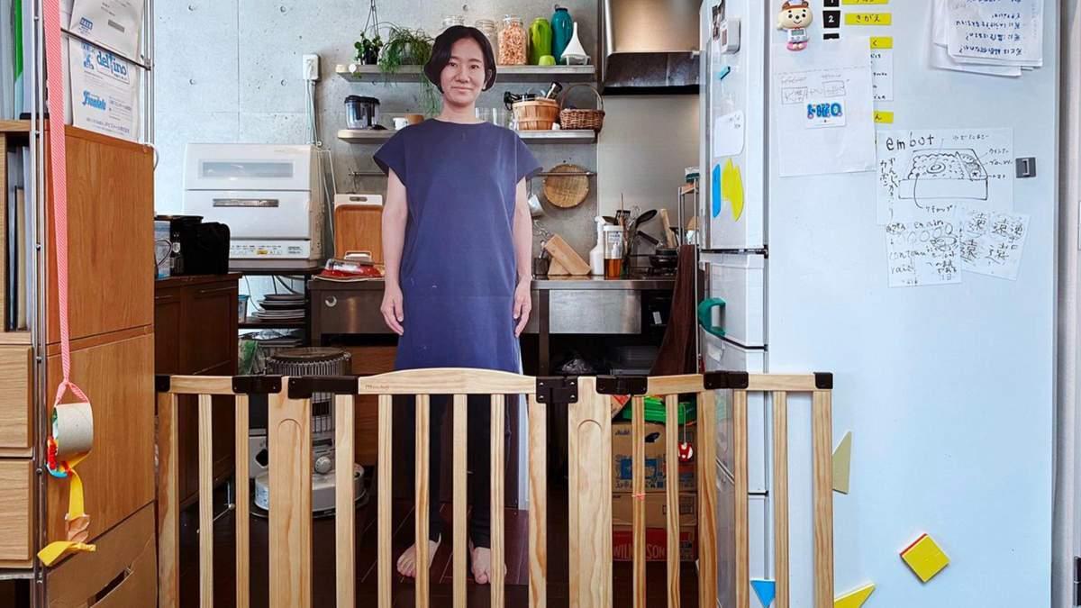 Картонная фигура вместо мамы: какой хитрый метод придумала женщина, чтобы оставить сына самого