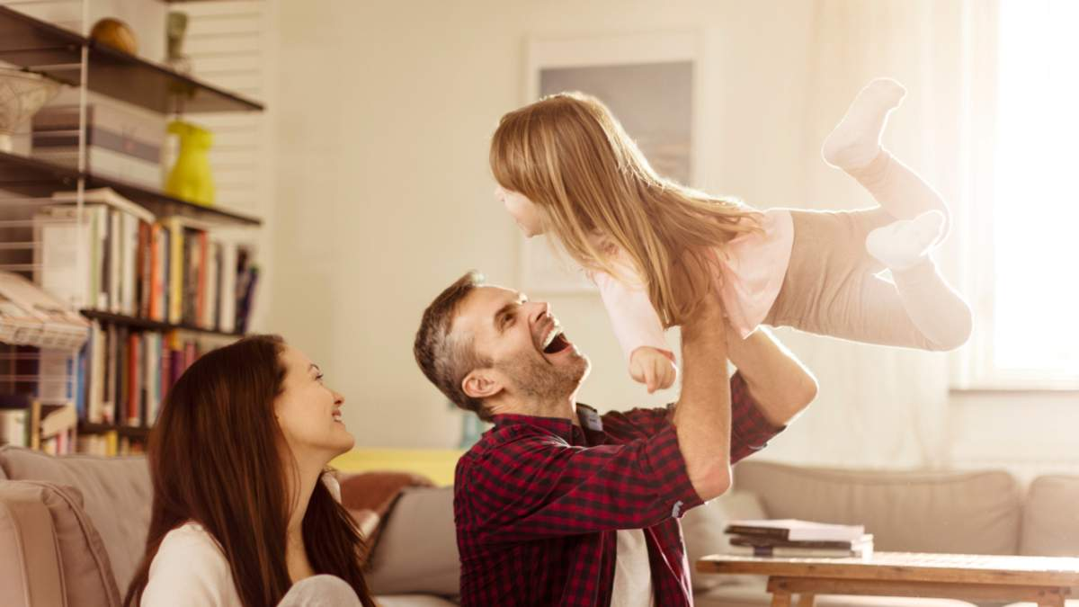Як суспільство тисне на сучасних батьків: найбільш поширені проблеми