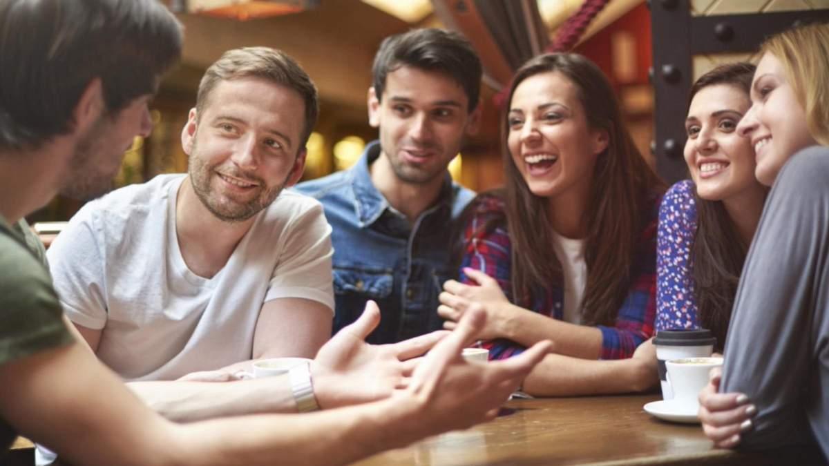 Які факти щодо стосунків не можна розповідати друзям: 4 теми
