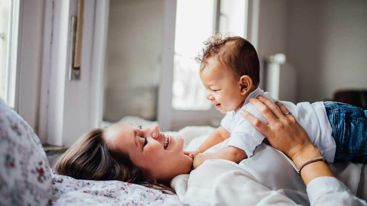 Як заспокоїти малюка, який плаче: дієві та практичні методи