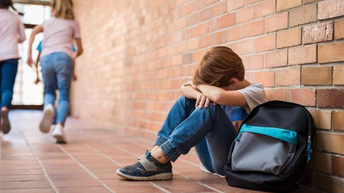 Как родителям научить ребенка правильно реагировать на буллинг: важные действия