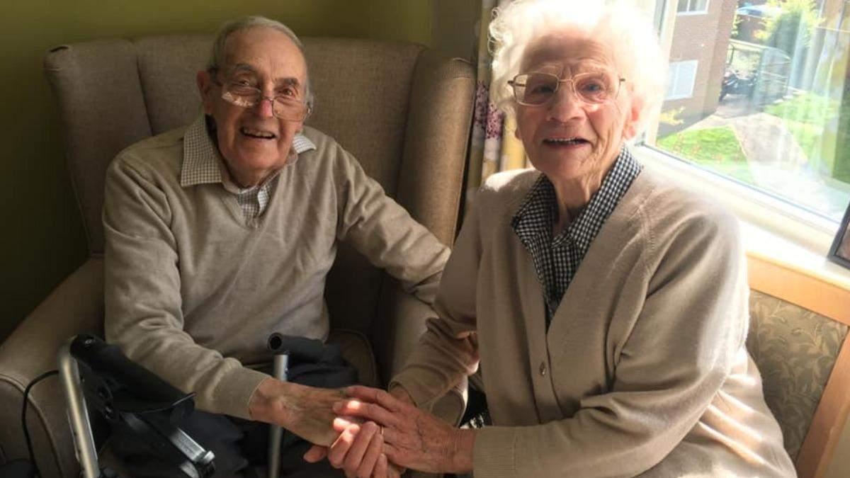 Трогательная встреча пожилой пары после долгой разлуки – видео