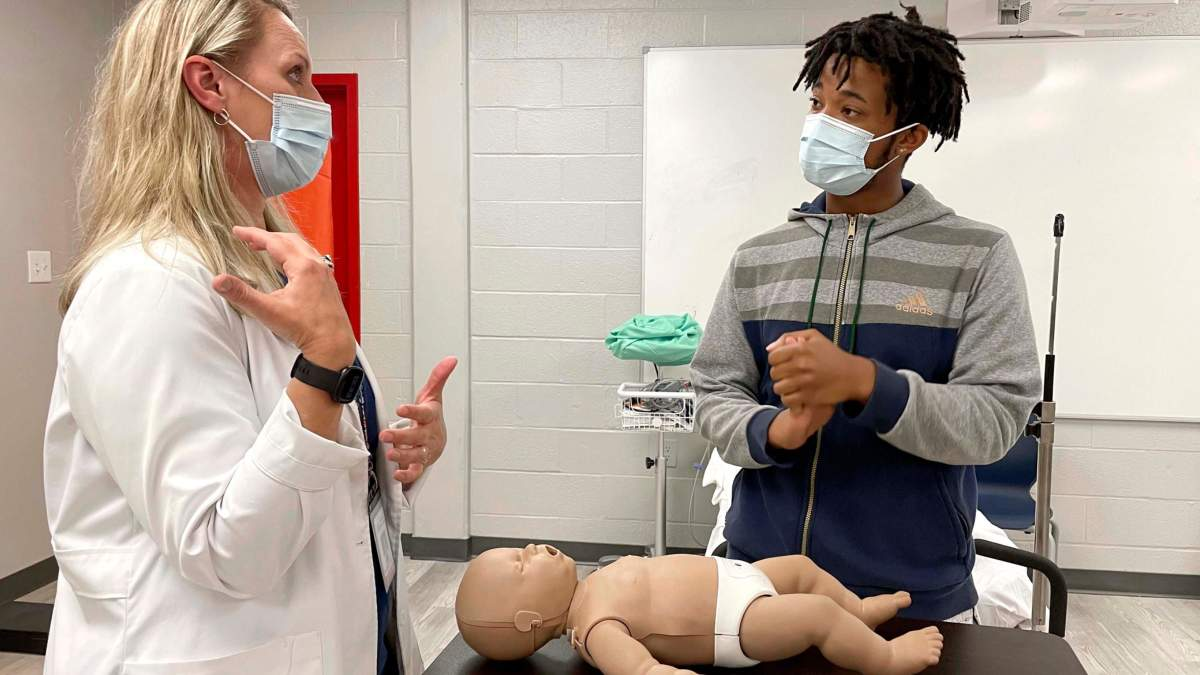 Підліток врятував немовля до приїзду швидкої: як цьому допомогли шкільні уроки