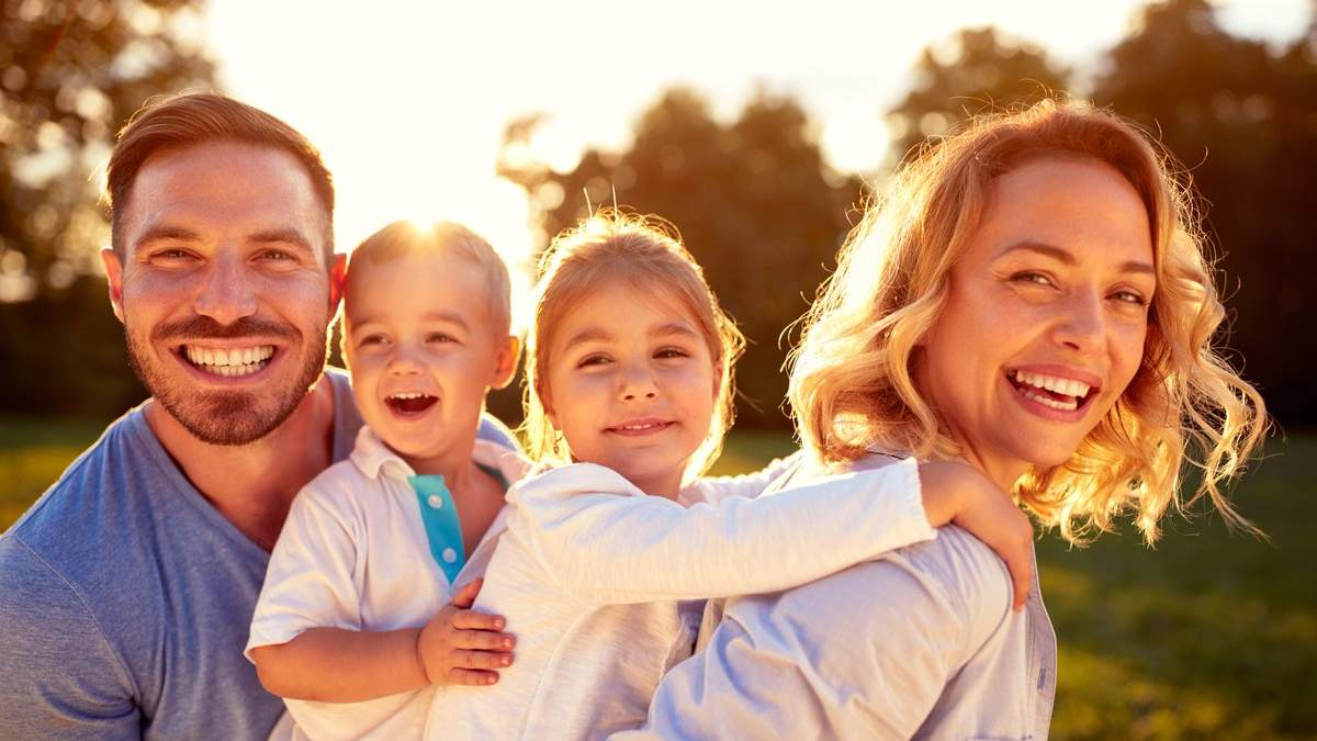 Как родители влияют на отношения их ребенка в будущем: 4 привязанности