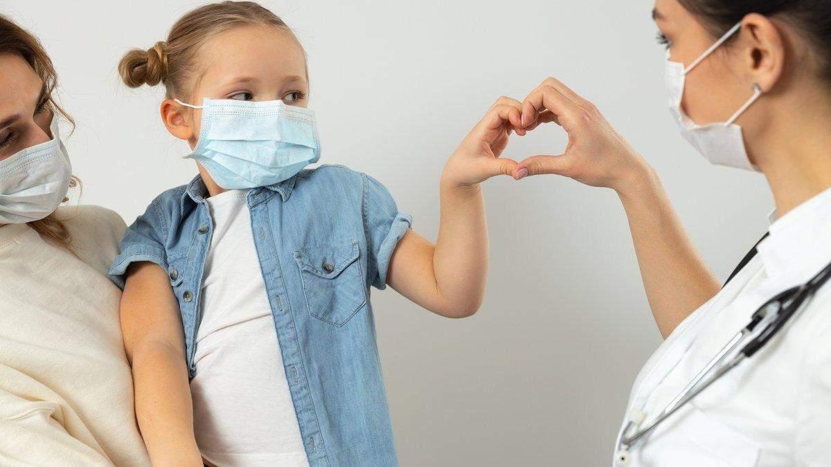 Прививки без стресса для ребенка: папа придумал хитрый спосо – видео
