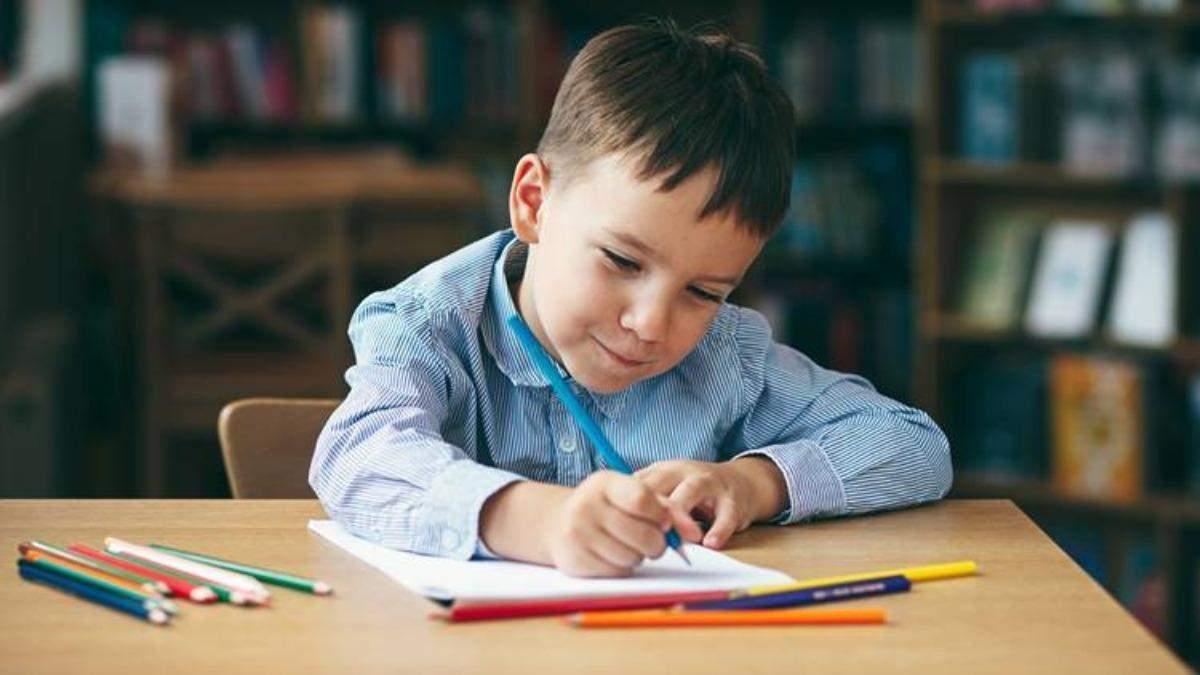 Мальчик пытался подделать подпись в дневнике и рассмешил этим маму