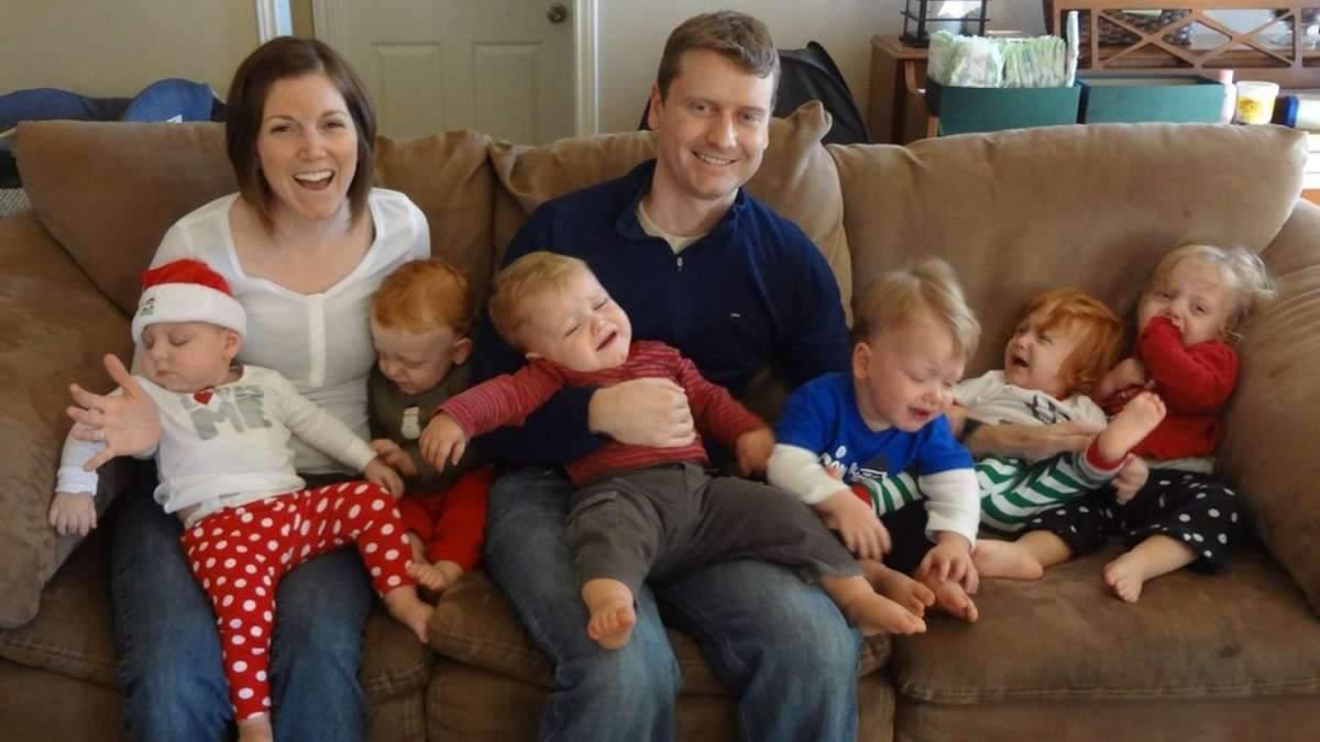 Женщина родила сразу 6 малышей: что помогает ей воспитывать детей