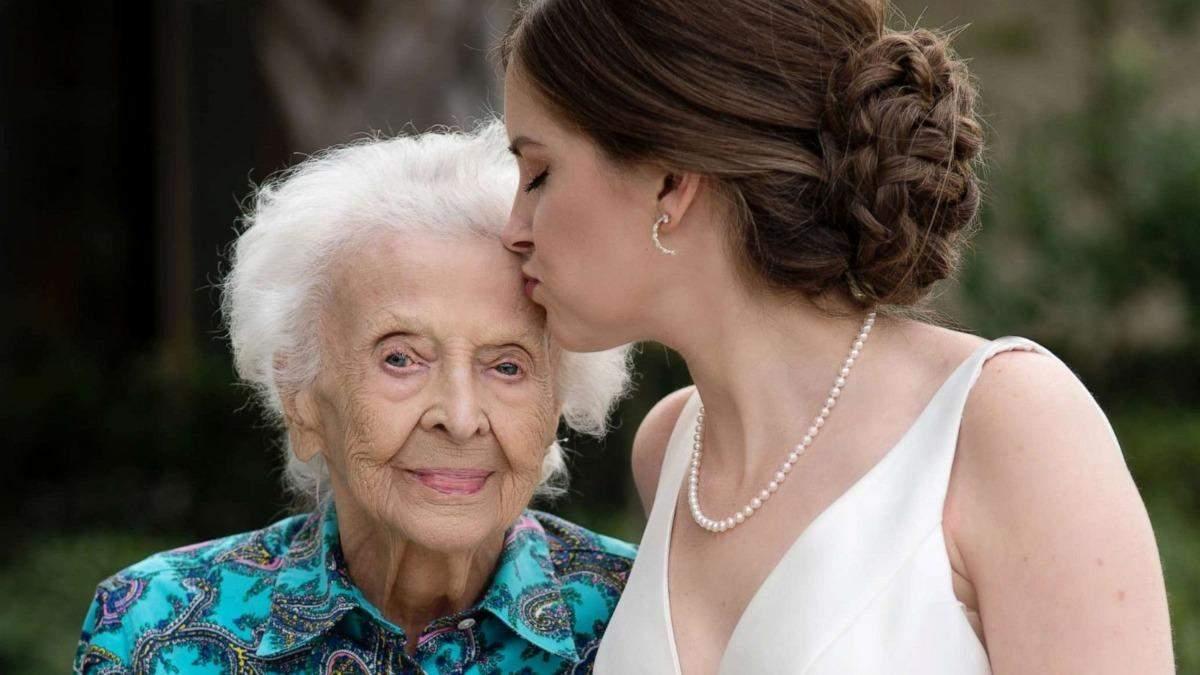 102-летняя бабушка не могла быть на свадьбе внучки: сюрприз от невесты