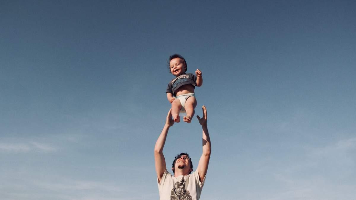 Татки пустують зі своїми малюками: весела добірка відео