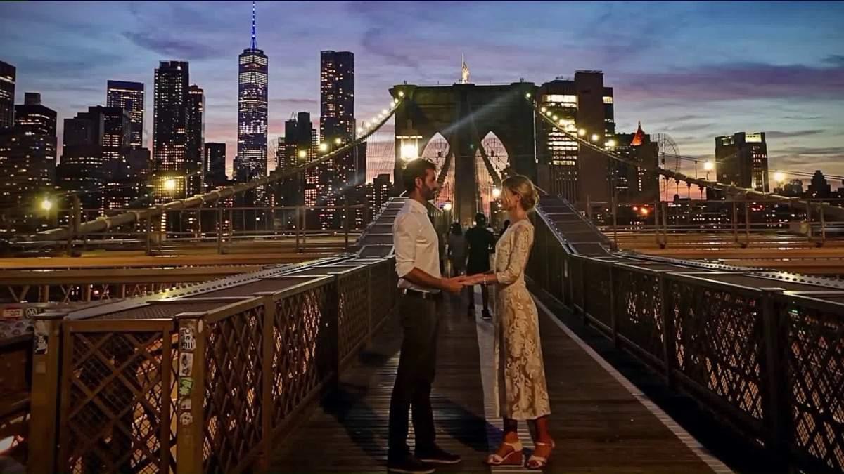 Пара поженилась на Бруклинском мосту: какие фото сделали прохожие