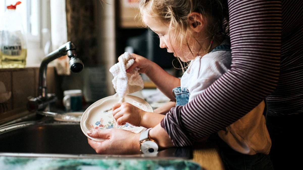 Креативный метод мамы, который учит ребенка помогать по дому