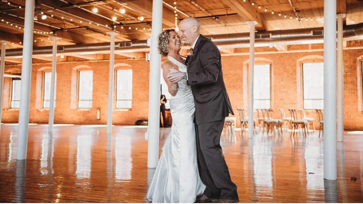 Чоловік з Альцгеймером забув дружину й запропонував їй одружитися