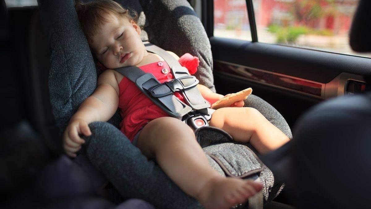 Почему нельзя ребенка оставлять одного в авто: действий спасения