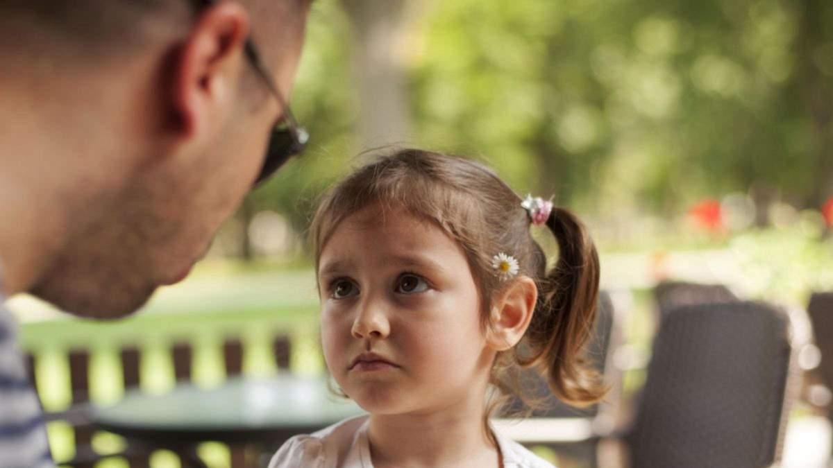 Слова, которые могут травмировать ребенка: каких фраз нужно избегать