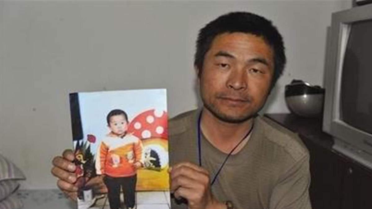 Проехал 500 тысяч километров: отец через 24 года нашел сына