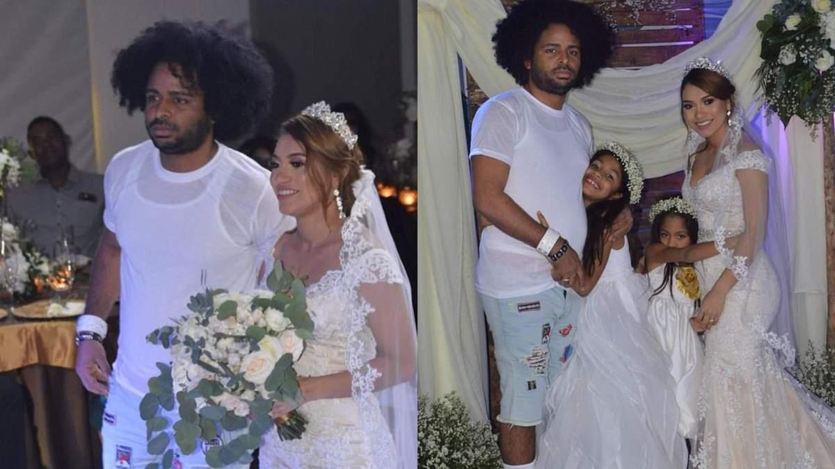 В шльопанцях на шкарпетки та рваних шортах: одяг нареченого на весіллі