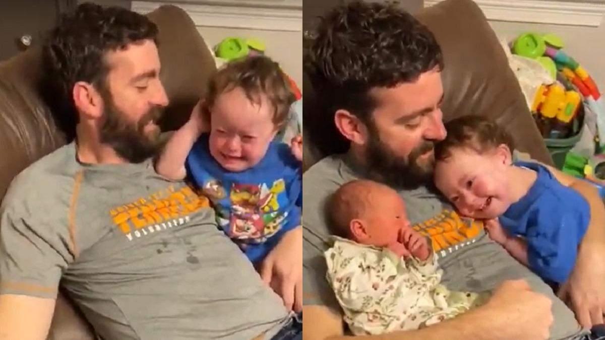 Видео трогательного знакомства мальчика с сестрой
