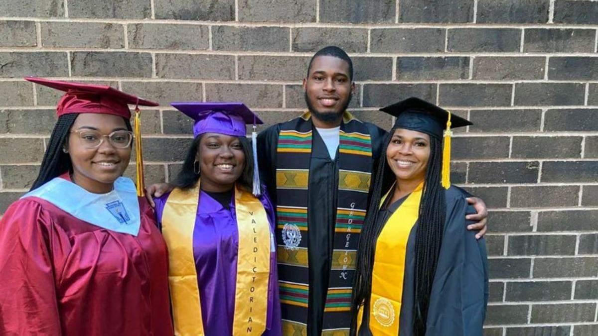 Как мама стала выпускницей одновременно с тремя детьми