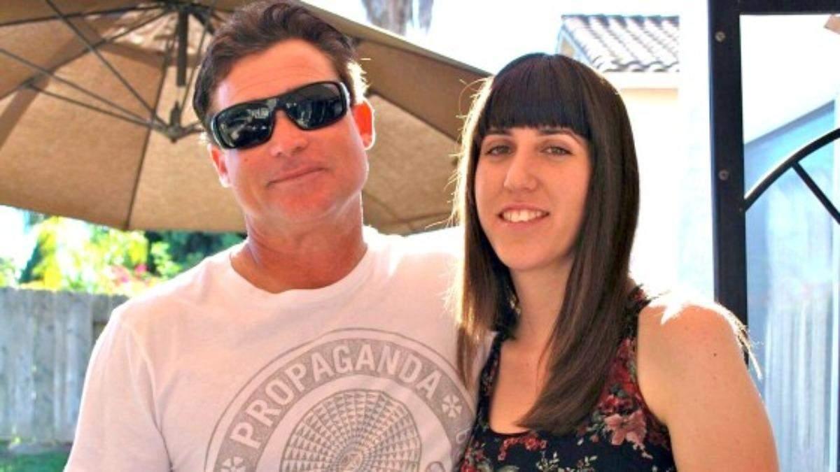 Девушка попросила отчима официально стать ее отцом: видео