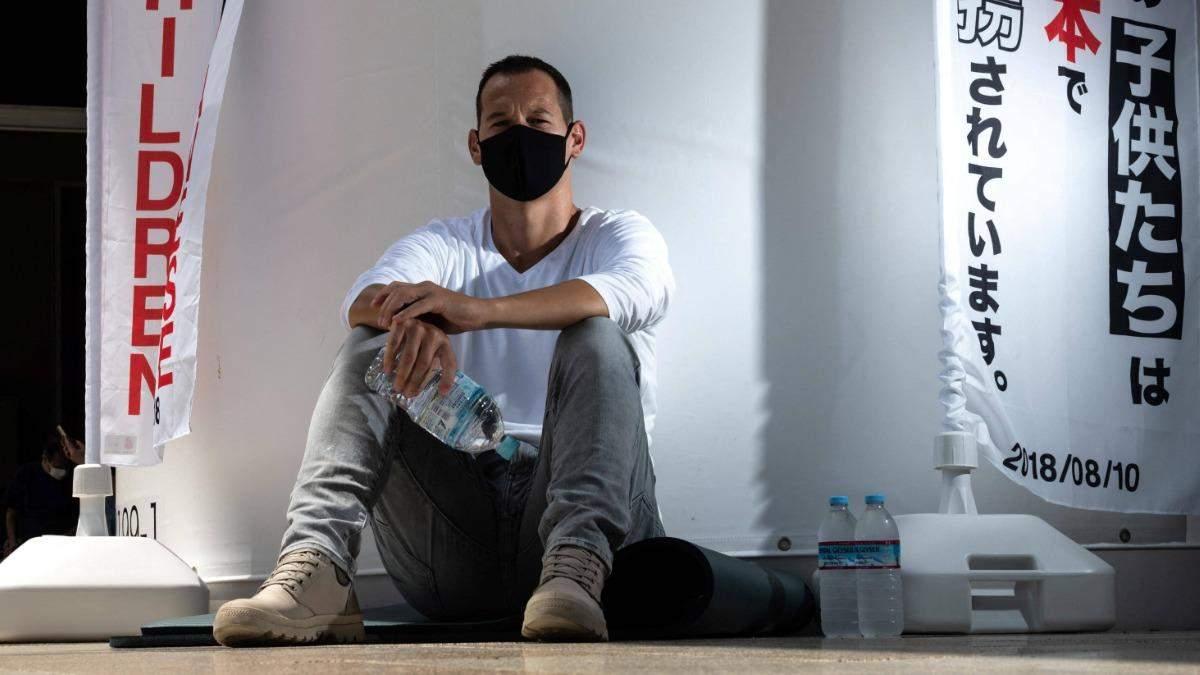 Мать выкрала детей: отец объявил голодовку и просит помощи у Макрона