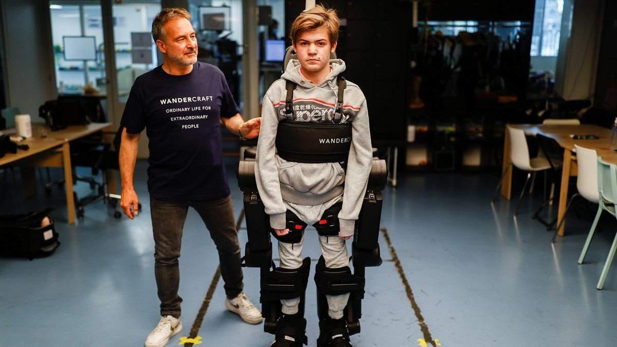 Жан-Луи Констанца создал экзоскелет для сына, который не может ходить