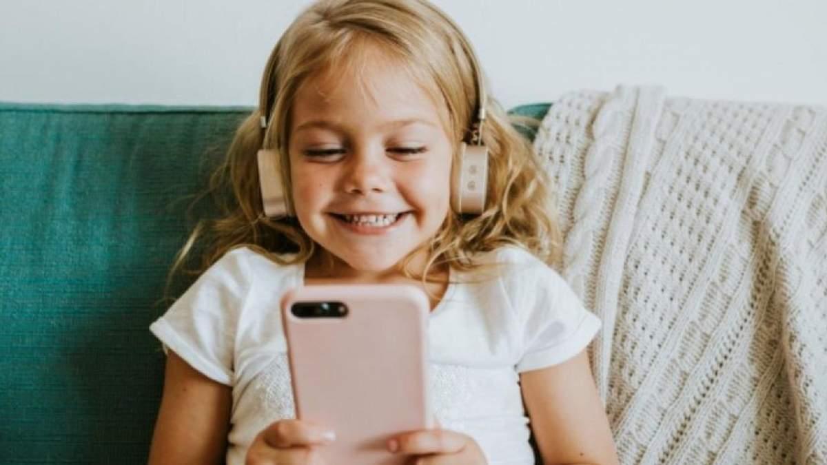 Телефони та планшети без загрози для здоров'я: скільки часу діти можуть проводити за гаджетами - Сім'я