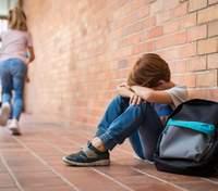Як батькам навчити дитину правильно реагувати на булінг: важливі дії