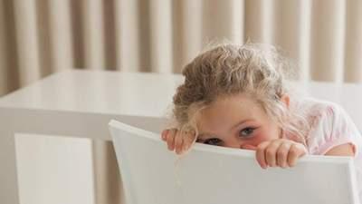 Як допомогти дитині побороти сором'язливість: причини виникнення